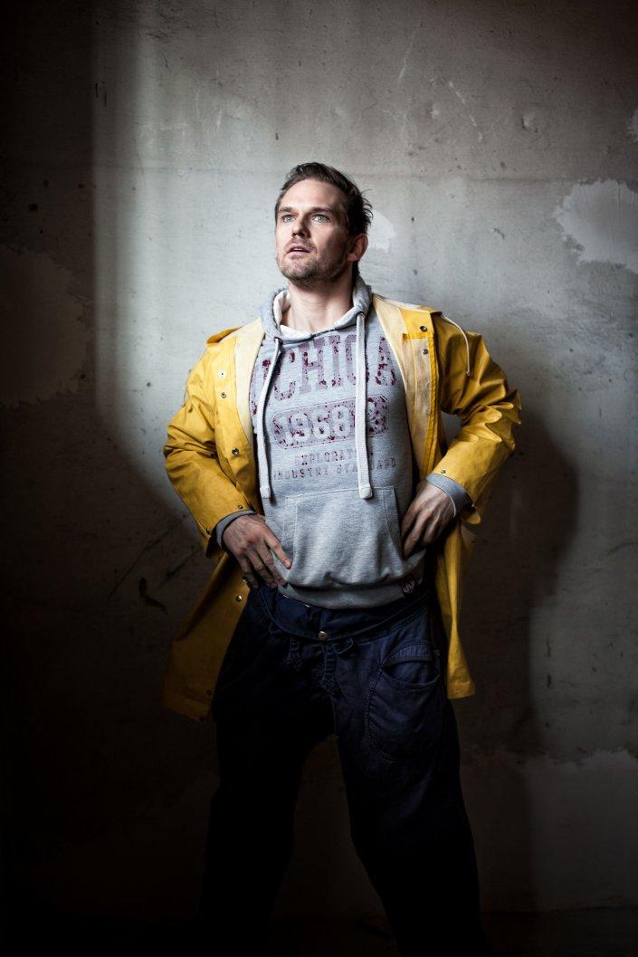 Am Ende ist man tot, Daniel Lommatzsch, Mann, Portrait, Schauspieler, Thalia Theater